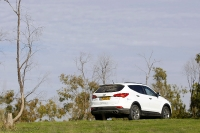 מבחן דרכים יונדאי סנטה פה 2013. יונדאי חוזרת לשטח עם דגם חדש לרכב הפנאי. שפת הסערה היא שפת העיצוב המעודכנת של יונדאי. רואים? צילום: פז בר