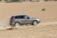 """יונדאי סנטה פה 2012 במבחן שטח. נסיעה נעימה בשטח ובכל דרך עפר כבושה. ההנעה הכפולה מתנתקת ב-47 קמ\""""ש. צילום: פז בר"""