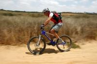 """מבחן אופניים אידאל VSR קומפ. אופני שבילים מהירים. המתלים מגהצים את השביל ואפשר להתרכז בלהוריד את הכוח מהרגליים לשביל ולבנות קמ\""""שים. בהחלט אופניים שמתחיל יכול להרשם עליהם למירוץ XC צילום: פז בר"""