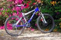 מבחן אופניים אידאל VSR קומפ. אופני שבילים מהירים. מיוצרים ביוון, אפשר לראות פה ושם אי-דיוקים (כמו חיתוך המדבקות למשל) אבל האיכות הכללית טובה והמחיר - מאד תחרותי. צילום: פז בר