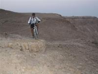 שביל ישראל על אופניים. שביל עקלתוני בשטח עם בנייה נחוצה לשמור על השיפוע הנכון צילום באדיבות הלל זוסמן