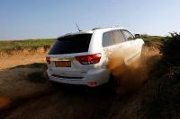 מבחן רכב ג\'יפ גרנד צ\'ירוקי דיזל. איכות כוללת טובה, מעטפת יכולת רחבה בכביש ובשטח, 4X4 יעיל, ומנוע דיזל חזק וחסכוני. ג\'יפ שומר על המקורות ויורד לשטח. צילום: פז בר