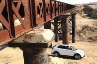 סאניונג קוראנדו במבחן שטח. רכב הפנאי מעוצב באירופה על ידי פנינפארינה שהפיק יצירות מרשימות (יותר) בעבר.צילום: פז בר