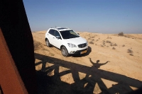 סאניונג קוראנדו במבחן שטח. רכב הפנאי הוא רק צל מרוכך של הקשיחות המותגית של פעם. צילום: פז בר