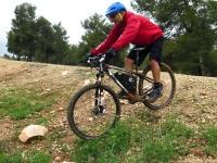 מבחן אופניים KTM e-RACE 29. חשמל בצד, מדובר באופני הרים לגיטימיים עם יכולת טובה בשבילים, ואיבזור טוב ואיכות כוללת מצויינת. צילום: רוני נאק