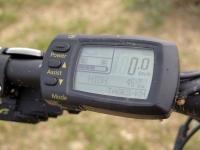מבחן אופניים KTM e-RACE 29. מחשב דרך נהיר וקל לתפעול עם כפפות מלאות - ארבע מצבי הנעה ושלושה מצבי טעינה וגם מחשב דרך. צילום: רוני נאק