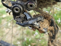 מבחן אופניים KTM e-RACE 29. ההנעה האנאטומית מבוססת על שימאנו עם 30 הילוכים ומיקס של XT ו-ד'אור. צילום: רוני נאק