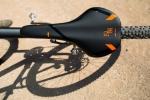 מבחן אופניים ק.ט.מ אולטרה 1964 לימטד אדישן. עיצוב גרפי חכם ובטוב טעם. צילום: תומר פדר