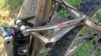 אופני הרים במבחן שטח. ק.ט.מ. לייקן עם מתלה אחורי צף ובולם FOX מוקפץ אוויר צילום: פז בר