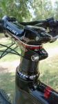 אופני הרים במבחן שטח. ק.ט.מ. לייקן עם תושבות קוניות למיסי היגוי ואיבזור היקפי מ