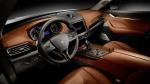 מזראטי לבנטה. עבודת העור בתא הנהג יוצאת דופן באיכויות שלה. ואם רק אפשר היה להריח... שילוב מוצלח של הטכנולוגיה החדשה בתוך סביבת רכב כה קלאסית. צילום: מזראטי