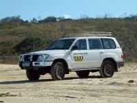 מבט היסטורי טויוטה לנדקרוזר 80. היורש; 105 באוסטרליה, מונית שירות בפרייזר איילנד צילום: רמי גלבוע