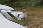מבחן רכב טויוטה לנד קרוזר. דיונים ברומו של דיפרנציאל. גופי תאורה בולבוסיים אך-ממותגים בחזית החדשה. צילום: תומר פדר