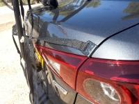 בייקמוביל מאזדה 3 החדשה. רווחים נוחים לעיגון מנשא אופניים. זהירות על הפנס שלא יתפצח! צילום: רוני נאק