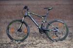 מבחן אופניים מרידה 120-400. שיכוך מלא עם גלגלי 26 אינץ ותקציב של 4,200 שקלים. המראה לא מסגיר את המחיר... גיאומטריה ורכיבים מאפשרים רכיבה במגוון סוגי שטח ואפילו לעבודה. צילום: תומר פדר