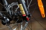 מבחן אופניים מרידה 120-400. שיכוך מלא עם גלגלי 26 אינץ ותקציב של 4,200 שקלים. כיוון שיכוך החזרה אינו מובן מאיליו באופניים ברמת תקציב כזו - בונוס שימושי. צילום: תומר פדר
