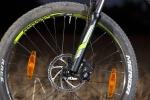 """מבחן אופניים מרידה 120-400. שיכוך מלא עם גלגלי 26 אינץ ותקציב של 4,200 שקלים. דיסק קדמי 180 מ""""מ עם מערכת של TEKTRO - נראה טוב אבל חסרה נשיכה ועוצמה. צמיגים מצויינים. צילום: תומר פדר"""