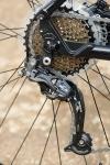מבחן אופניים מרידה ביג 7 2014. מעביר הילוכים אחורי שימאנו SLX עושה את העבודה. ה-ACERA הקדמי לא הכי מדוייק ומתקשה להתמודד עם עומסים. צילום: פז בר