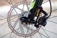 מבחן אופניים מרידה ביג 7 2014. מעצורים מעולים של טקטרו. דיסק 180 בחזית ו-160 מאחור מספקים עוצמת בלימה נהדרת. צילום: פז בר