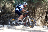 מבחן אופניים מרידה 140 XT. מהאוכף התחושה היא של קלילות ודיוק רב - המרידה מעודדים אותך לאתגר את יכולת הרכיבה. צילום: פז בר