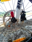 מבחן אופניים מרידה 140 XT. קליפרים ממשפחת שימאנו XT, נאבות גלגל XT ומזלג פוקס טאלאס...נשמע כמו מתכון מנצח. צילום: פז בר
