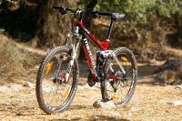 מבחן אופניים מרידה 140 XT. מהזווית הזו אתם יכולים להתרשם ממזלג בן מהלך של 140 מ
