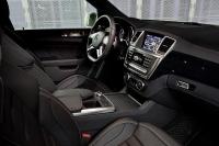 ML 63 AMG, חדשה ל-2012. ריפודי עור שחור, פספולים כפולים, מתלים אקטיביים ואינסרטים מאלומיניום. 120 אלף אירו בגרמניה צילום: מרצדס