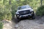 מבחן רכב מרצדס M קלאס. מתיחת פנים כמעט שלא נראית, אבל מאד מורגשת בנסיעה. כאן מההשקה ב-2011. צילום: מרצדס