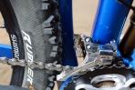 מבחן אופניים Niner RIP9RDO. בין משולש השלדה מקרבון לבין משולש הזרוע - גם הוא מקרבון - תמצאו את מעביר ההילוכים האחורי החשוף לכל סחל'ה שעולה מהצמיג. צילום: תומר פדר