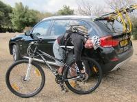נורקו צ\'ארג\'ר 9.1. בדיקות אחרונות לפני היציאה למסלול הבחינה. אופני הרים זקוקים למע TLC כמו כולנו. צילום: פז בר