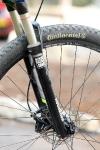 מבחן אופניים נורקו ריבולבר 2. מזלג רוקשוק ריקון, עם תא אוויר, נעילה ושיכוך החזרה. צילום: פז בר