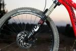 מבחן אופניים Norco Sight Alloy. אחד המופעים המוצלים יותר של מזלג פוקס 32 בזכות כיול מעולה. מעצורי ד'אור בסיסיים למדי. צילום: תומר פדר