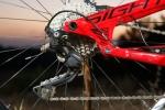 מבחן אופניים Norco Sight Alloy. אפשר לראות כאן את תמוכות המושב הארוכות ביחס לתומכות השרשרת - מעביר אחורי שימאנו XT עם מצמד - סוכריה! צילום: תומר פדר