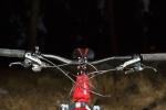 """מבחן אופניים Norco Sight Alloy. קוקפיט מרווח - כידון מקורי ברוחב 740 מ""""מ שיפטרים SLX ומעצורי ד'אור - אופני המבחן עם מוט טלסקופי של רוקשוק. צילום: תומר פדר"""