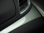 מבחן רכב אופל מוקה. קטנה, מאובזרת, עם חיוך ודינאמיות. המחיר בעוכריה עם תג של 145,000 שקלים. משחק עיצובי יפה בין מבריק למאט - הביצוע של חלל הפנים מצויין. צילום: רוני נאק