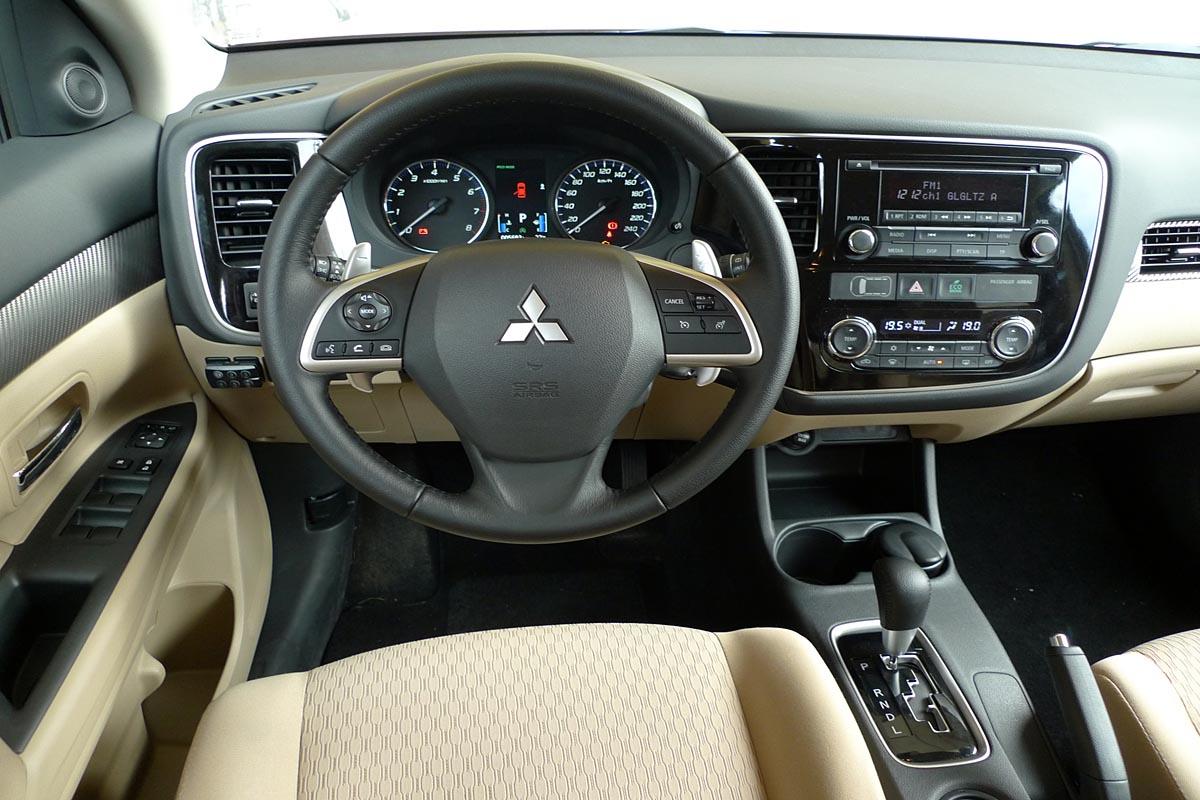 מגה וברק מיצובישי אאוטלנדר   מבחן רכב   שבעה מושבים   כלמוביל   4X4   2013 UX-32
