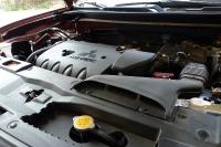 מבחן רכב מיצובישי אאוטלנדר 2013. שבעה מושבים, מנוע חדש עם יניקת אוויר במיקום מעולה - אם רק מערכת ההנעה הייתה מסוגלת להכניס את האאוטלנדר החדש לשטח. צילום: פז בר