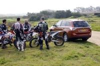 מבחן רכב מיצובישי אאוטלנדר 2013. שבעה מושבים, שבעה אופנועים - שבע דקות להקפה במסלול. צילום: פז בר