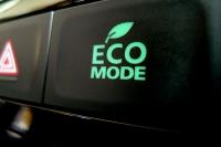 מבחן רכב מיצובישי אאוטלנדר 2013. שבעה מושבים, מצב ECO מעלה את יחס ההעברה בתיבת ההילוכים הרציפה ומשנה את מפת ניהול המנוע לחסכון מירבי בדלק.  צילום: פז בר