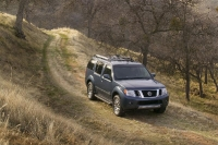 2011_nissan_pathfinder_02-medium