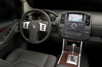 2011_nissan_pathfinder_07-medium
