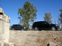 מבחן רכב משווה ריינג רובר ספורט מול פורשה קאיין. כוחות סוס, ואיכות עילית נפגשים בשטח. מי מהם יהיה רכב הפאר לשטח של ישראל? צילום: רוני נאק