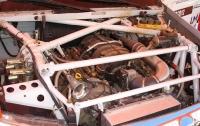לקראת ראלי דאקר 2012. זה תמיד מנחם לראות V8 מתחת למכסה מנוע. טויוטה היילקס לדקאר צילום: טויוטה