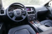 אודי Q7 במבחן שטח סביבת הנהג לוקחת רמזים עבים ממכונית הסלון של  אודי ה-A6 ויש חלקים משותפים רבים עם הפולקסוואגן טוארג היוצא צילום פז בר