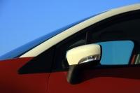 מבחן רכב רנו קפצור. מפגשים של צבעים וחומרים הופכים את רנו קפצור למרתקת להסתכלות. צילום: רמי גלבוע