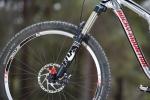 """מבחן אופניים rocky mountain altitude 750. איכות ויכולת: מזלג 34 מ""""מ מעולה של FOX אוחז בסט גלגלים מוצק מאוד שיוצר לפי מפרט מיוחד של רוקי. נאבות שימאנו SLX, מעצורים 180 מ""""מ SLX. צילום: תומר פדר"""