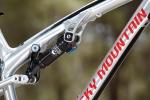 מבחן אופניים rocky mountain altitude 750. מתלה SMOOTHLINK של רוקי אכן מקנה פעולת גיהוץ מאד יעילה - מעט התפתל אבל לא באופן שהפריע ברכיבה. השקיעו את הזמן בסט אפ, זה מאד משפיע כאן כמו גם בורר CTD על הבולם של FOX. צילום: תומר פדר
