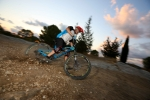 מבחן אופניים רוקי מאונטיין אלטיטיוד 750 MSL. פינוקי קרבון וחבילת איבזור חכמה יוצרים כלי רב-גוני עם יכולת להשחית בסינגלים וכשר בלתי נלאה להוציא אותה לרכיבות. צילום: תומר פדר