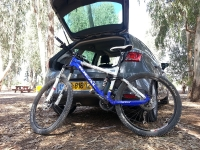 בייקמוביל סיאט לאון. הקומפקטית החדשה של סיאט המייתרת את פולקסוואגן גולף? גלגל קדמי ומושב צריכים להתפרק כדי שהאופניים יכנסו. צילום: רוני נאק