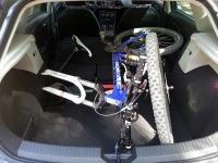 בייקמוביל סיאט לאון. הקומפקטית החדשה של סיאט המייתרת את פולקסוואגן גולף? רצפת תא מטען נמוכה. האופניים בפנים אפשר לצאת להרפתקה. צילום: רוני נאק